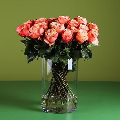21 роза Кахала в вазе