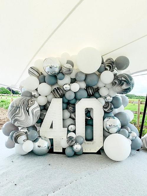 Оформление шарами в шатре