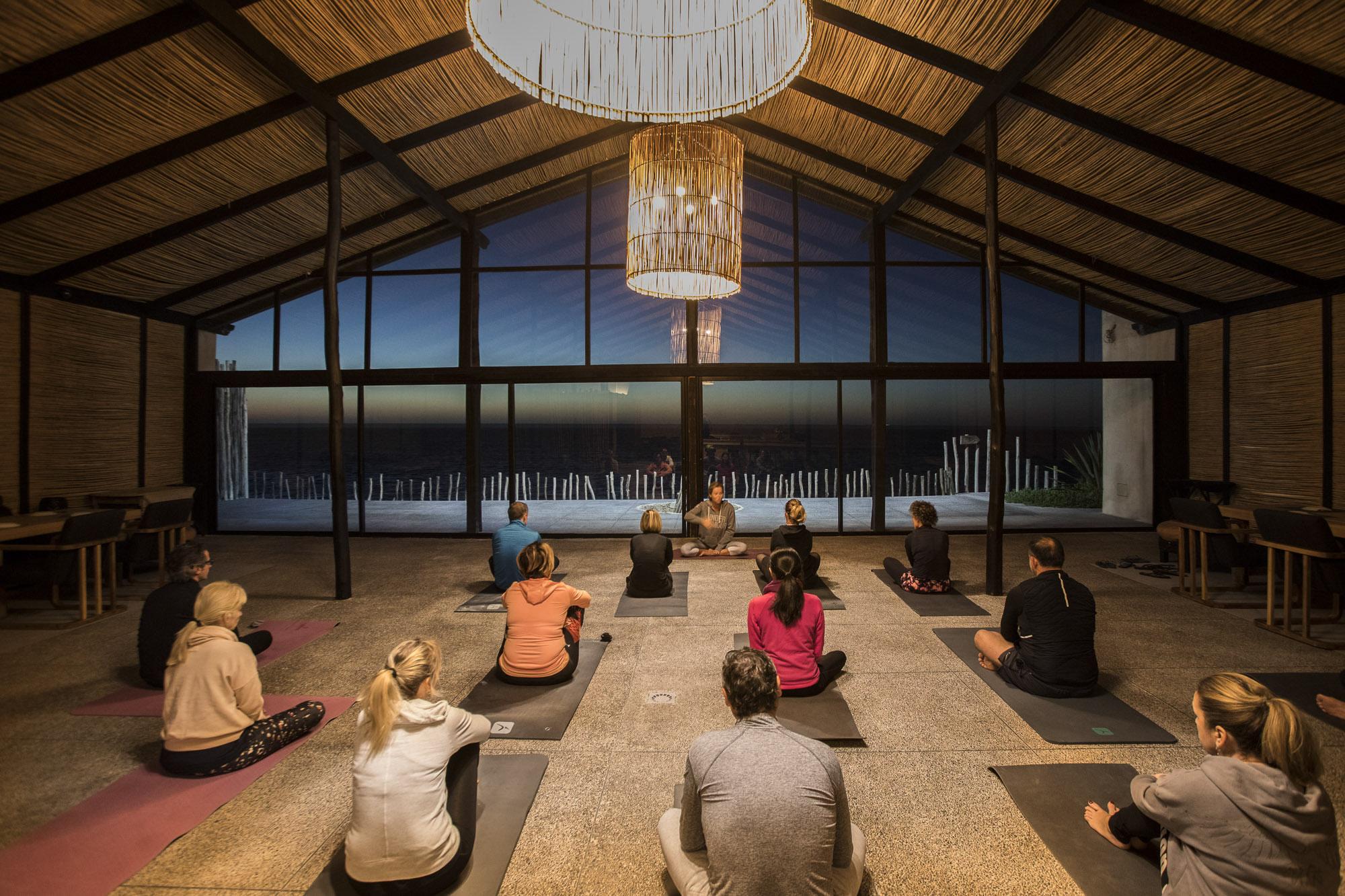 Le Palais Rhoul Dakhla | hotel spa | Yoga méditatif dans la paillote