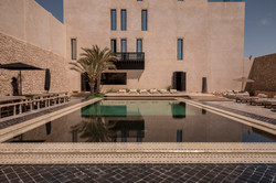 Le Palais Rhoul Dakhla | hotel spa | transats piscine