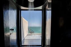 Le Palais Rhoul Dakhla | hotel spa | Douche vue mer et désert