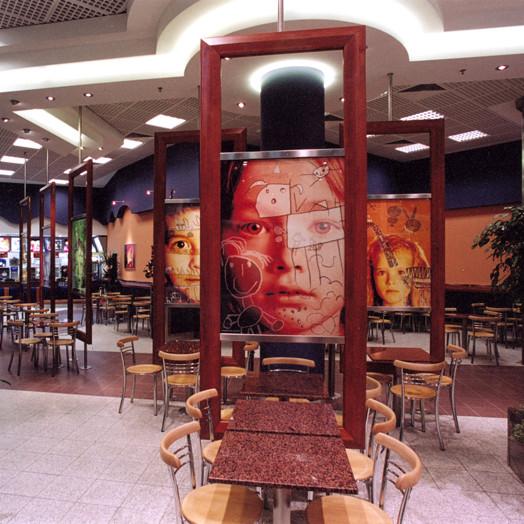 obojstranné fotografie v paravanoch McDonalds