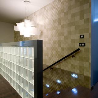 dekoračná tapeta značky ARTE zatraktívňuje priestor schodov a je dôležitá aj ako ochrana steny
