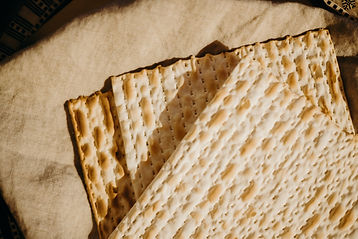 traditional-jewish-matzo-4034017.jpg