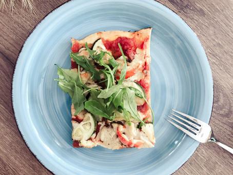 Vegane Pizza mit Sommergemüse