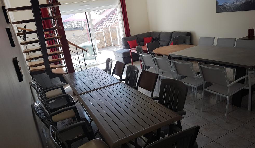 salle commune 24 personnes appt n°3 (2).