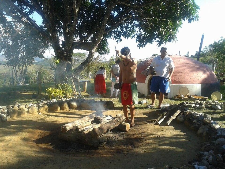 Oferendando as pedras na fogueira