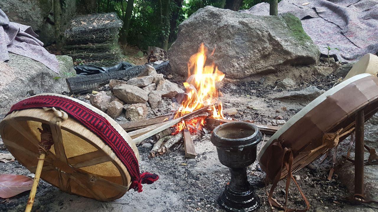 Tambores rituais do caminho vermelho