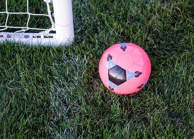 Balón de fútbol rosa