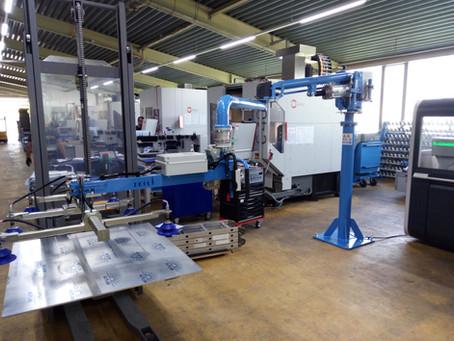 Manipulator für das Einlegen von Blech, Aluminium- und Stahlplatten in Laserschneidanlagen