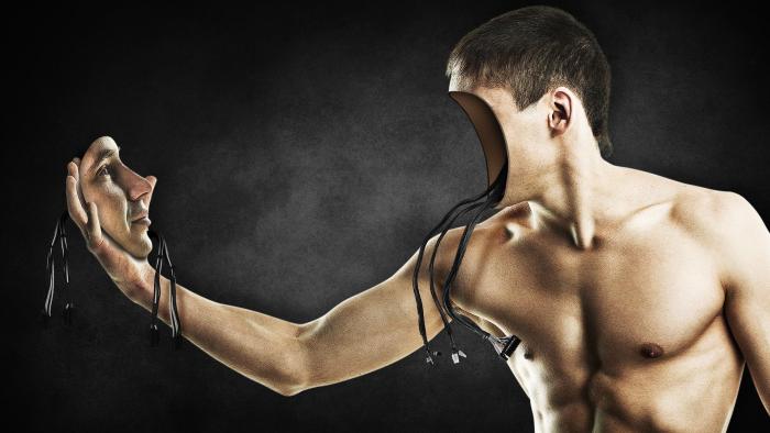 אדם רובוט המחזיק פניו בכף ידו