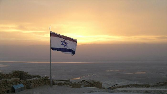 דגל ישראל על רקע שקיעה