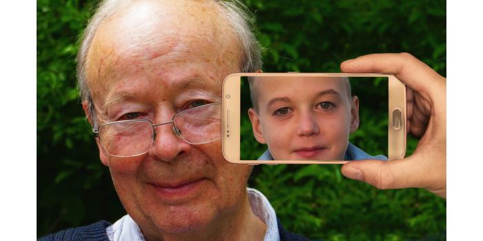 אדם זקן מופיע בצעירותו בסלולרי