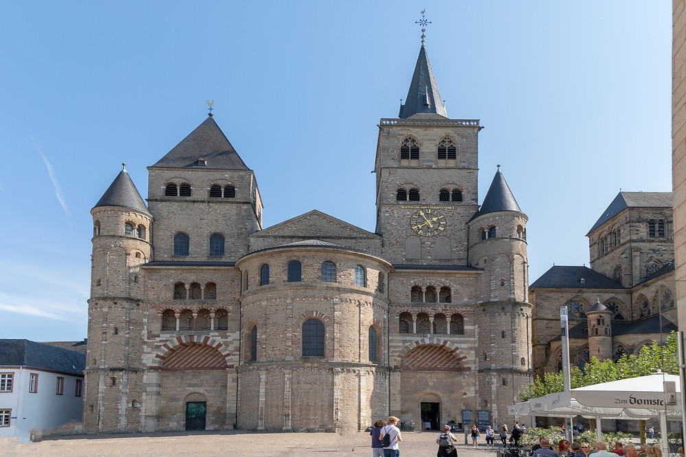Cathedral of Trier to the right
