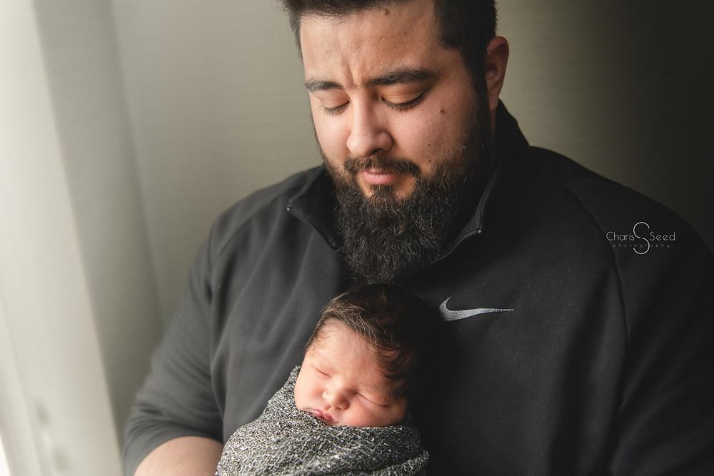 daddy and newborn