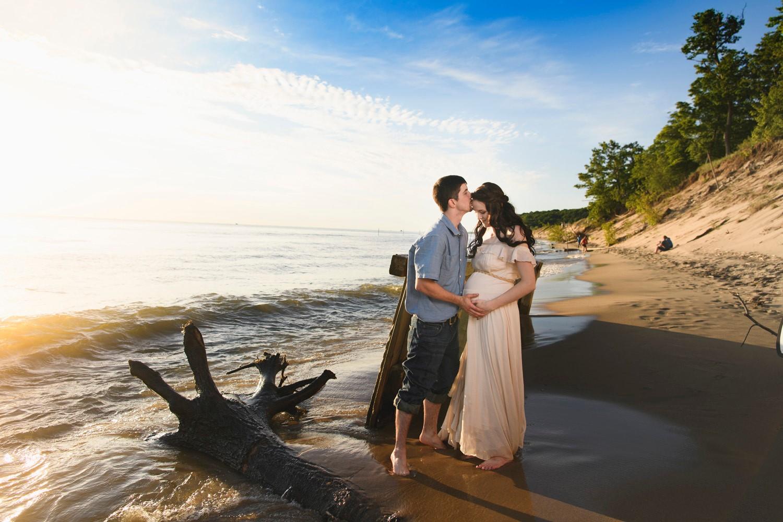 maternity photo shoot on lake Michigan
