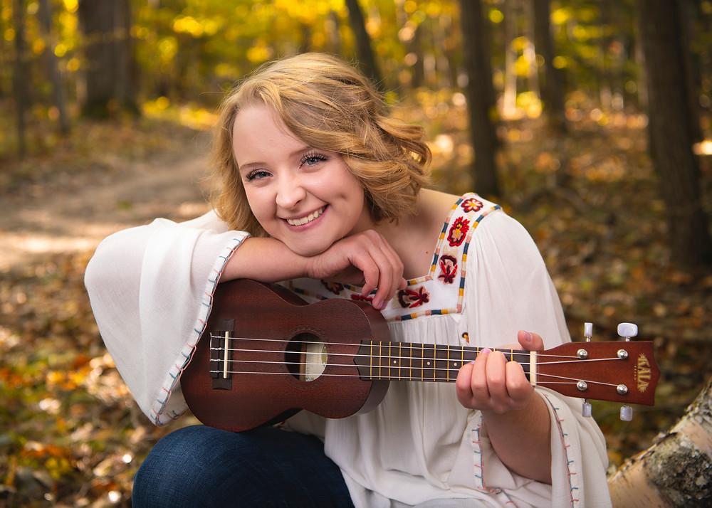 senior picture with ukulele