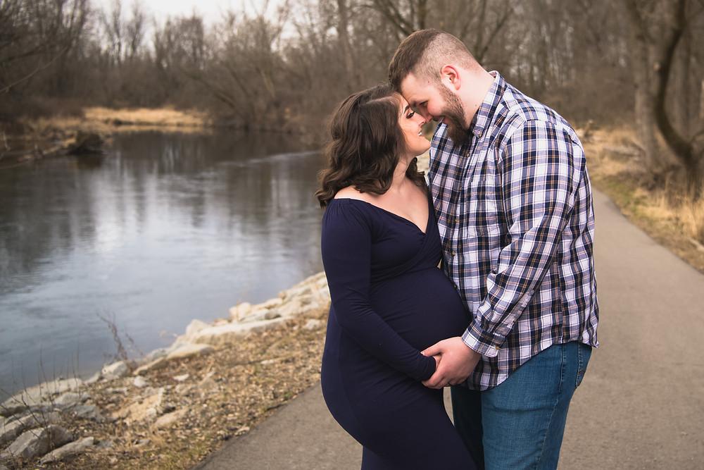husband and wife maternity photography