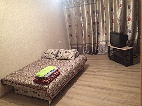 1-комнатная квартира посуточно, 1-2человек от 2000/суткиЯкутск, Федора Попова 16