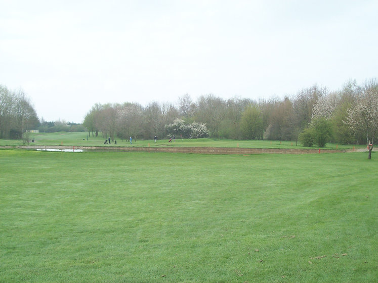 Hole 8 approach to Green.JPG