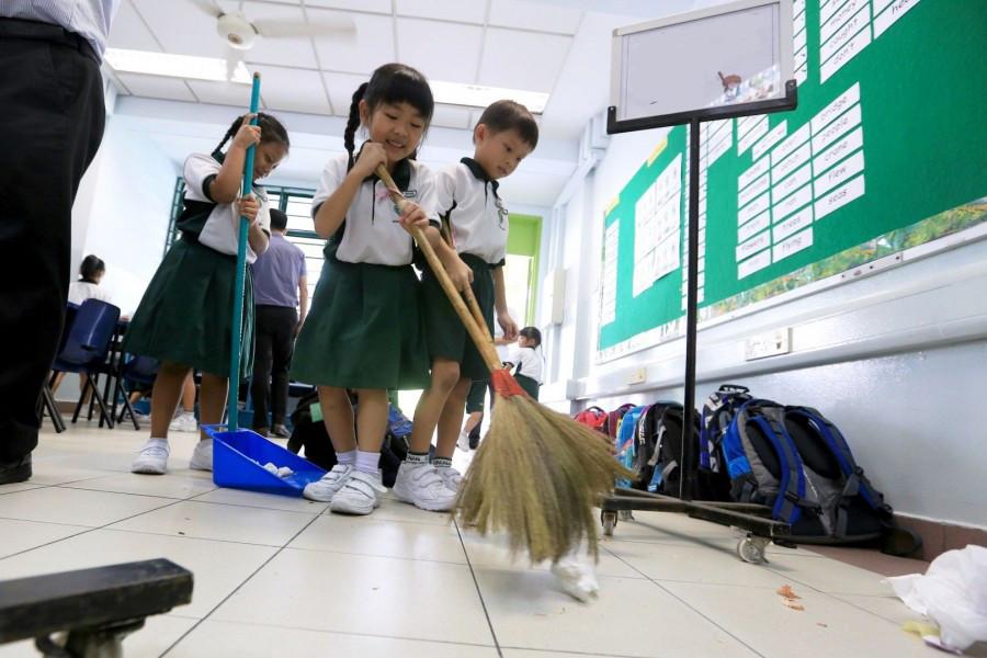 японские дети с самого детства приучены следить за чистотой