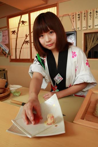 японка повар-сушист