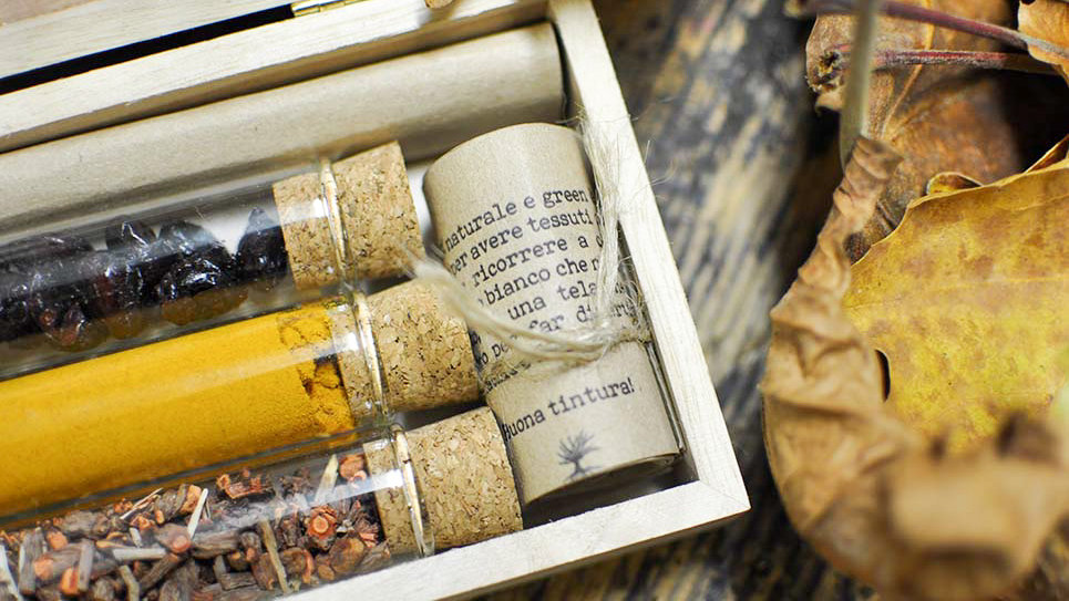 Cofanetto Tinture Naturali Radice di Robbia - Curcuma - Bacche di Mirtillo Rosso