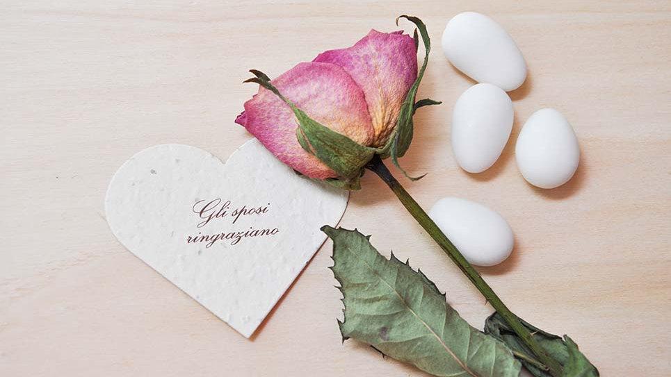 """Cuori """"Gli sposi ringraziano"""" 6X7 cm in Carta che Germoglia"""