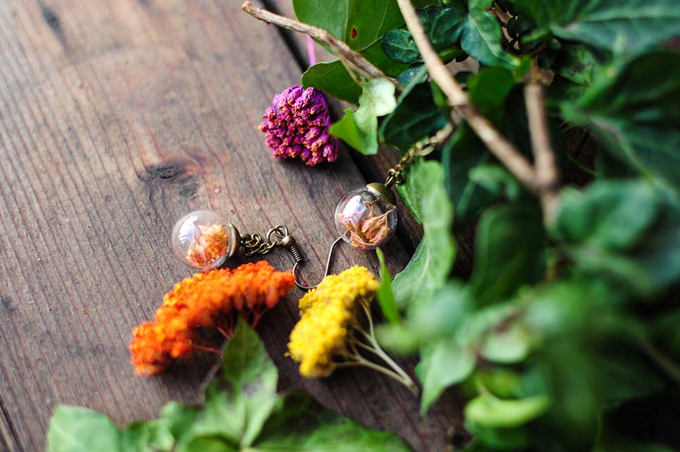 orecchini con fiori di achillea