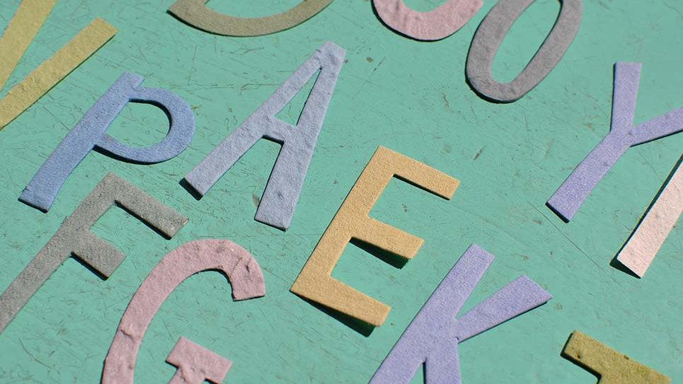 ALF1 Lettere Alfabeto Piantabili 6x4 cm al massimo in Carta che Germoglia