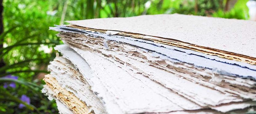 """fogli di carta piantabile """"la carta che grmoglia"""" realizzata a mano in italia nel laboratorio artigianale di redacia, seed paper, plantable paper, carta seminabile"""