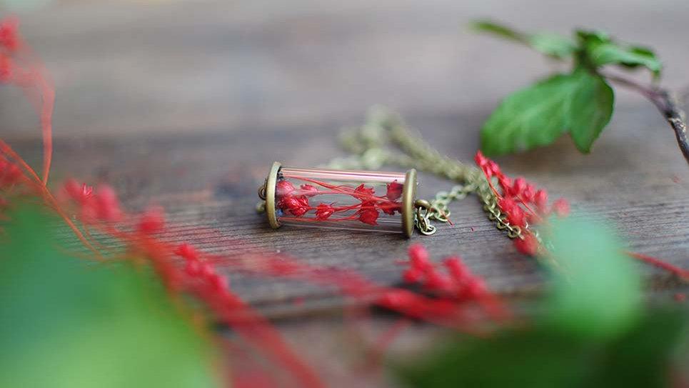 Collana orizzontale con fiori rossi Gypsy Bloom
