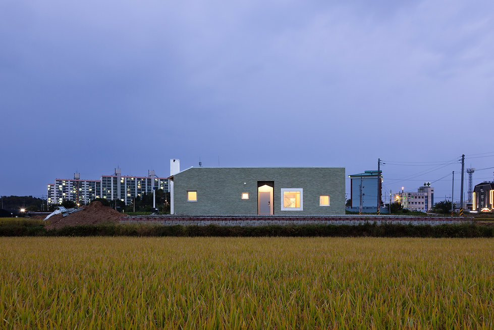 음성 디귿집 농가주택 현관 초록벽돌 에이오에이