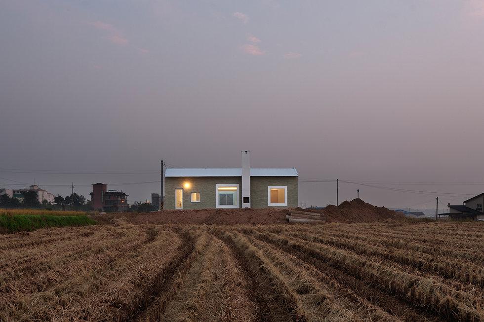 음성 디귿집 농가주택 굴뚝 에이오에이