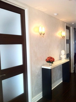 Pearl Glazed Walls & Faux Marble Table