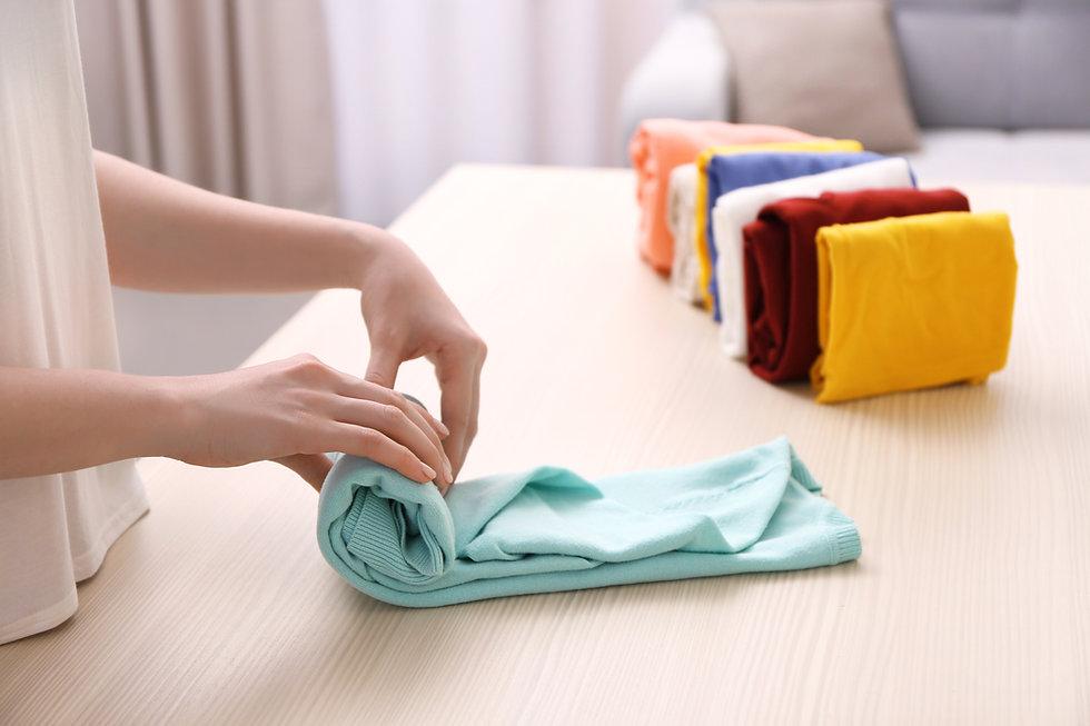 Dobra de roupas para melhor organização dentro do armário