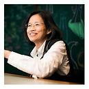張清華 / 九典聯合建築師事務所主持建築師、第十一屆中華民國傑出建築師 / 推動國內外永續建築相關產業的發展,作品整合綠色材料及工法,並結合教育、研發,展示創造建築除了美學之外的社會價值。代表作包括北投圖書館被認為是台灣綠建築的標竿作品,亦是汗得監造之「太陽圖書館」合作建築師。
