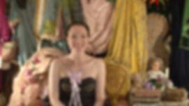 Julie-Marie dans son Petit Théâtre