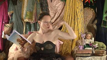 Julie-Marie Parmentier dans son Petit Théâtre