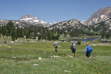 Hking the Beartooth Highlakes Trail