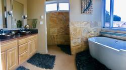 Abiquiú Lake Mesa Bathroom