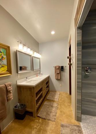 Abiquiu Lake Guest Room Spa Bath