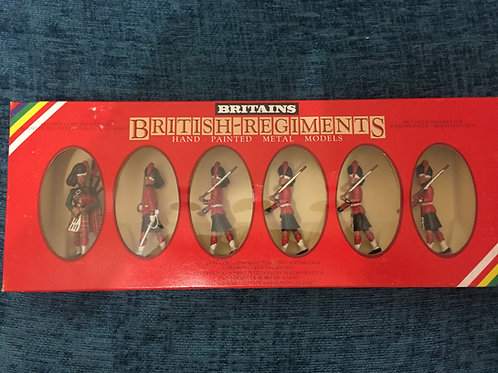 Britains Set 7237 Black watch Officer , Piper and 4 Men
