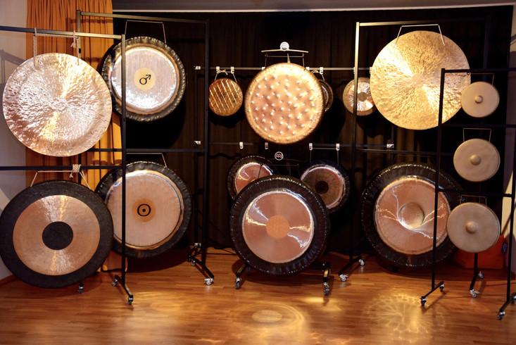 gongs-lr.jpg