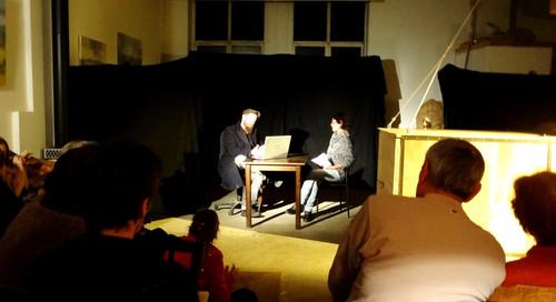 Au cours de la représentation, le plubic intervient et prend même la place des comédiens pour résoudre la situation problématique..