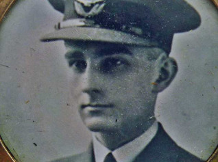 Gold Memorial Locket to Battle of Britain Pilot Officer LC Murch