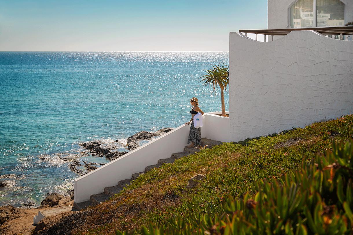 escaleras-acceso-playa-villa-singular