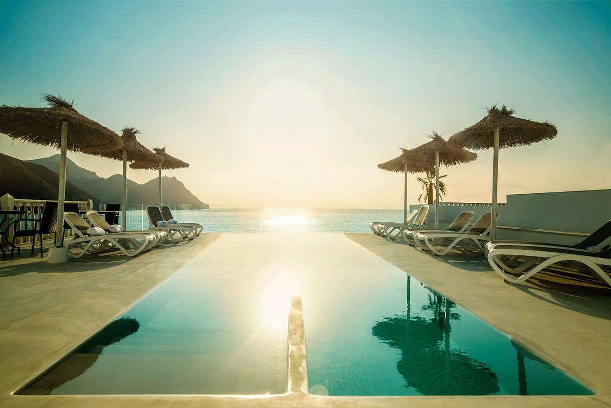 piscina-infinita-hotel-villa-singular