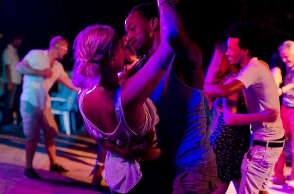 Misalsacubana, salsa dancing, salsa dance camp, Cuban feeling, palm trees, Cuba, Havana, sign up form