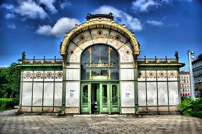 Wien_Karlsplatz_Otto-Wagner-Pavillon_1.j